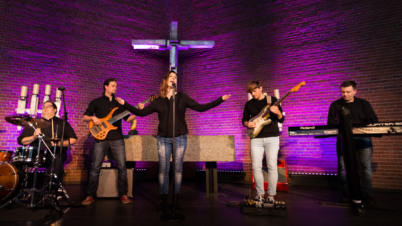 Markus Galla und Band Overflow-Worship